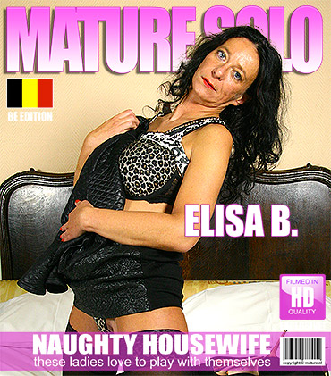 Belgian housewife playing with her puddy